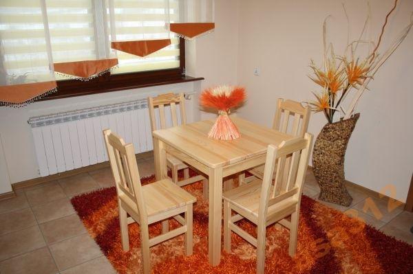 Stůl z masivu borovice 80x80 cm