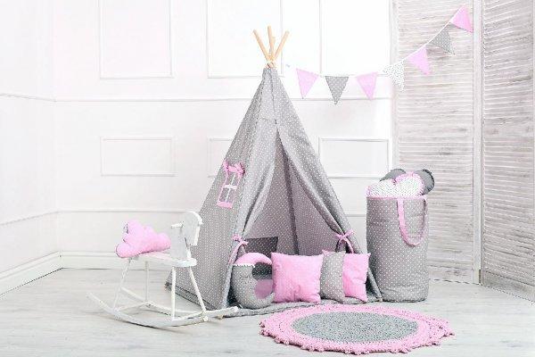 Stan teepee s oknem - růžový puntík