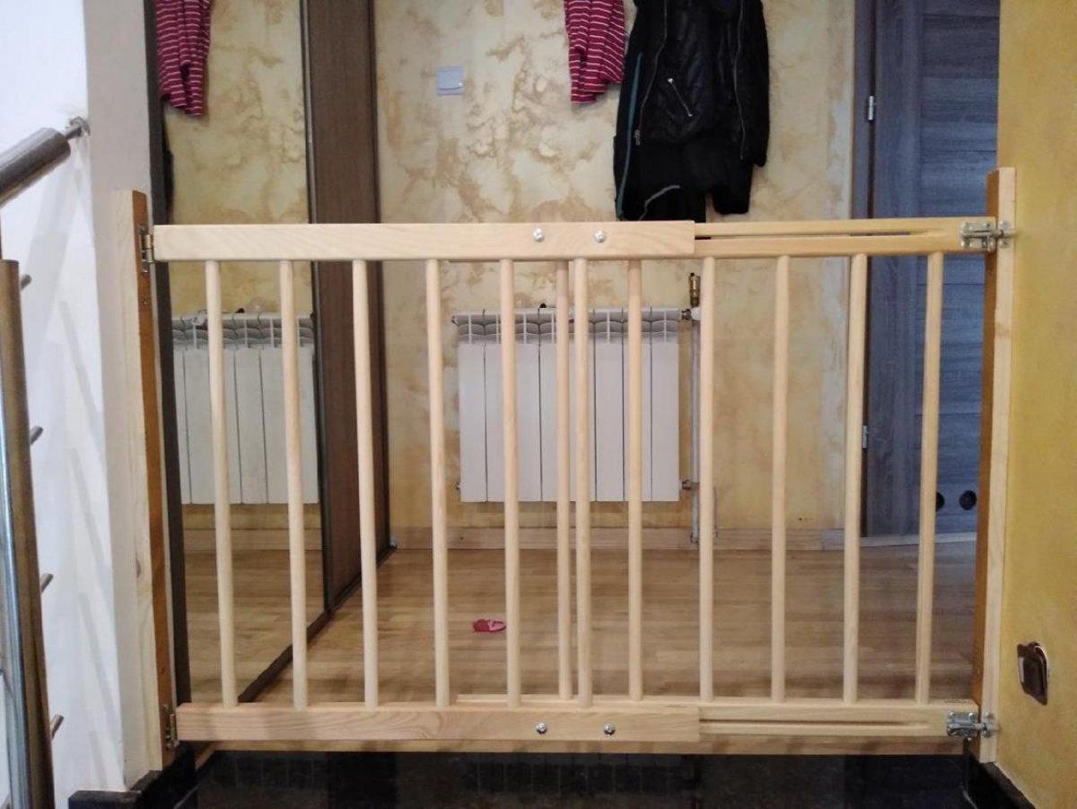 Zábrana dveře, schody 102-172 cm - výška 82 cm
