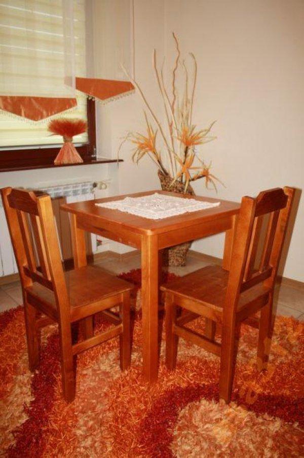 Stůl z masivu borovice 80x80 cm olše