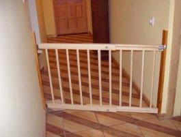 Zábrana dveře - schody 72-122 cm výška 68 cm