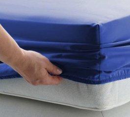 zväčšiť obrázok Jersey plachta s gumkou 180/200 cm - tmavo modrá