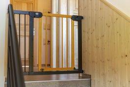 Zábrana PupyHou 111-118 cm kov/dřevo - světlá